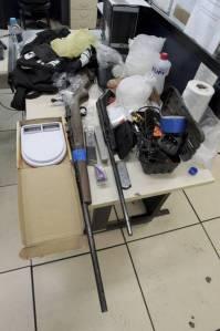 Drogas e armas foram apreendidas na casa do polonês Foto: Fabiano Rocha / Extra/Agência O Globo